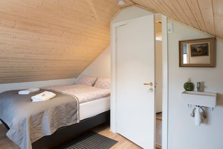 *cosy rooms on a farm right on the Golden Circle