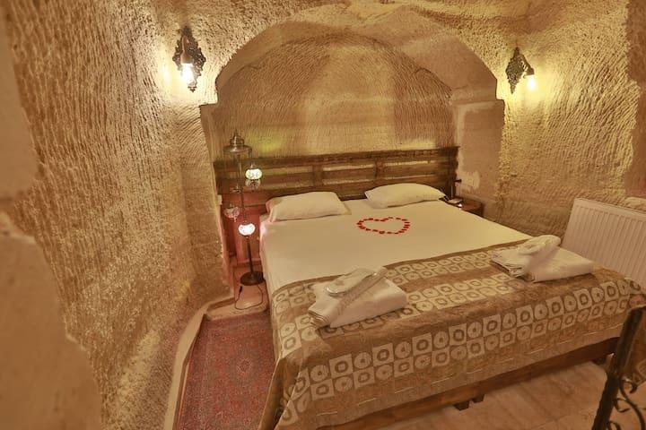 Cave King suite wth jacuzzi Cappadocia Caves Hotel