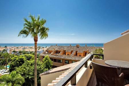 4 Schlafzimmer Luxus-Penthaus Bahia de Marbella