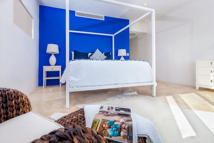 Second master bedroom with king bed and, ensuite bath and ocean view.