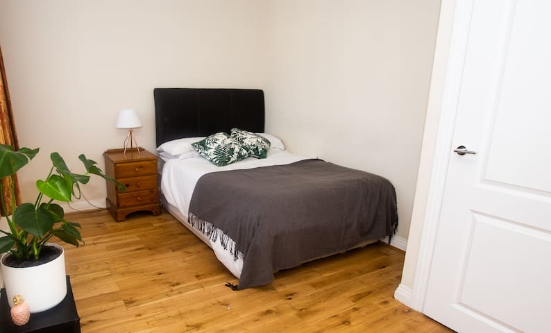 Large private double in leafy North London