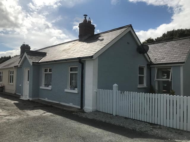 Beautiful large cottage 100 metres from the beach