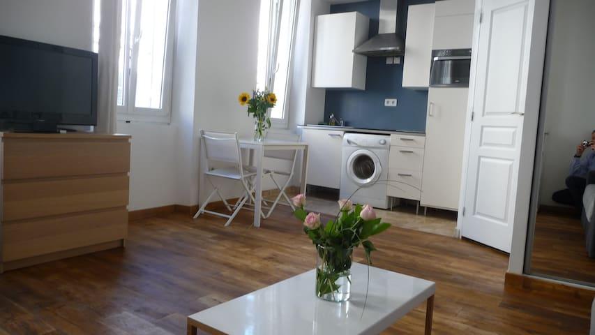 studio *** refait neuf plein centre - Marseille - Appartement