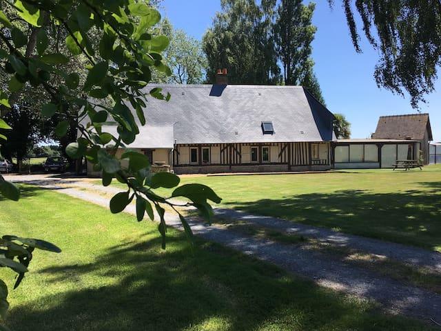 Maison de charme avec piscine couverte