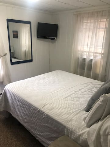 1 Br Cottage, beautiful, private and special!