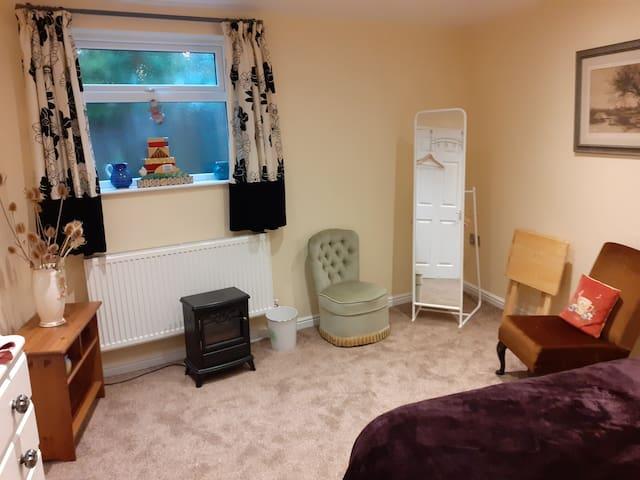 Large double bedroom with en-suite shower room