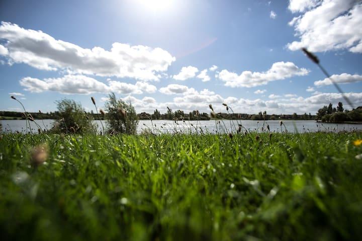 Furzton lake 5 minutes walk
