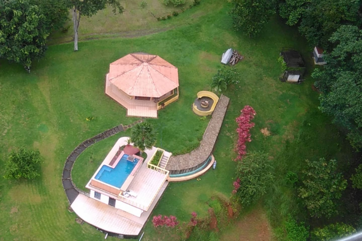 This aerial view of the property shows the pool on top of the unit, the rainforest across the front door and all the green open areas perfect for relaxing after a day at the Manuel Antonio National Park.