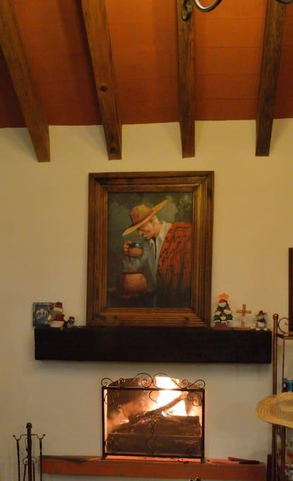 Sala con chimenea.