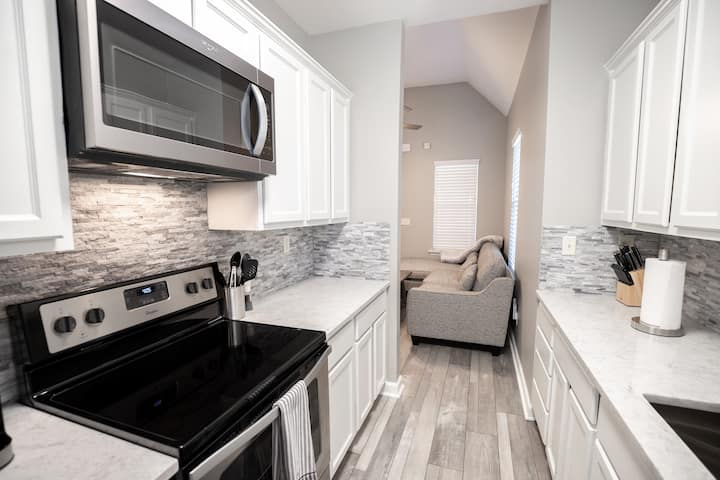 New Gorgeous Downtown Home - Newly Remodeled