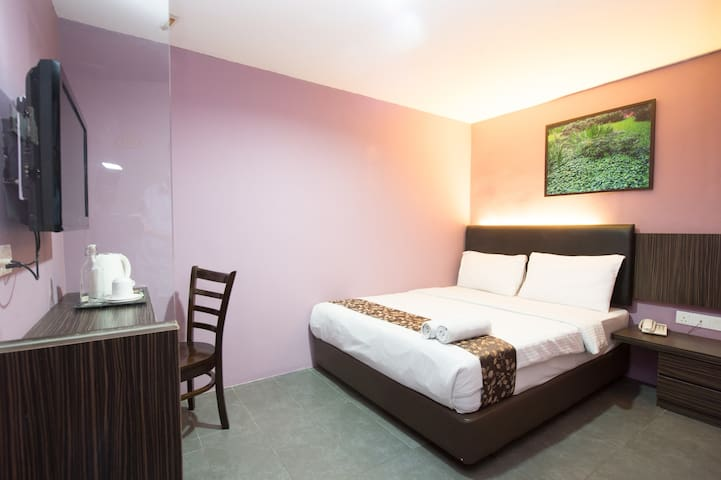 Private ROOM for 2  Free Daily Cleaning Near CIQ