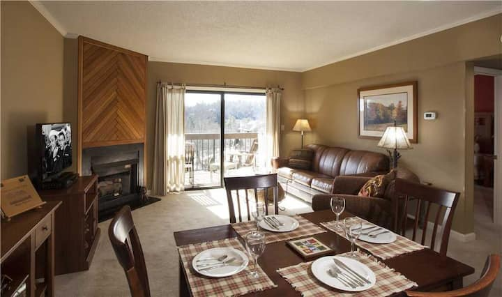 Wren 202 Chetola Resort 1BR Condo close to Tanger outlets with access to full resort facilities including heated indoor pool and fitness center.