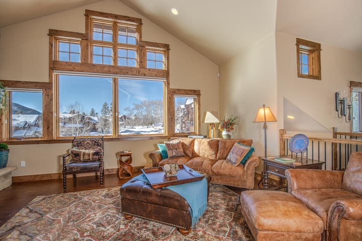Luxury townhome w/ private entrance, private garage, and incredible views! Walk to the lifts!