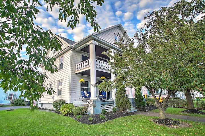 The Hamilton - Beautiful Home & Centrally Located!