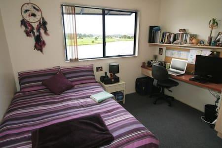 Sunny Coast - comfy Private Room