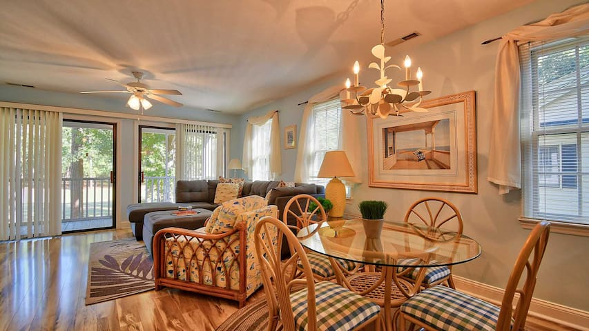 Wine Down and Relax in this Cozy Condo- 1 hour from Charleston