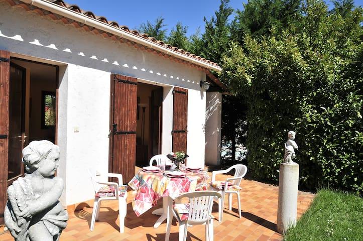 Petite Villa à Valbonne avec jardin et piscine - Valbonne - Dům