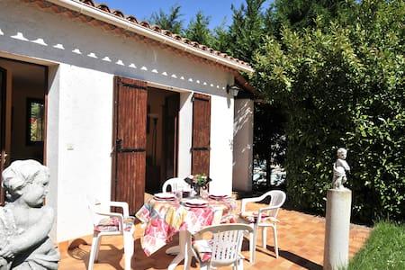 Petite Villa à Valbonne avec jardin et piscine - Valbonne