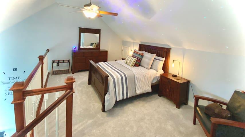 Loft bedroom overlooking the LR and lake. Queen.