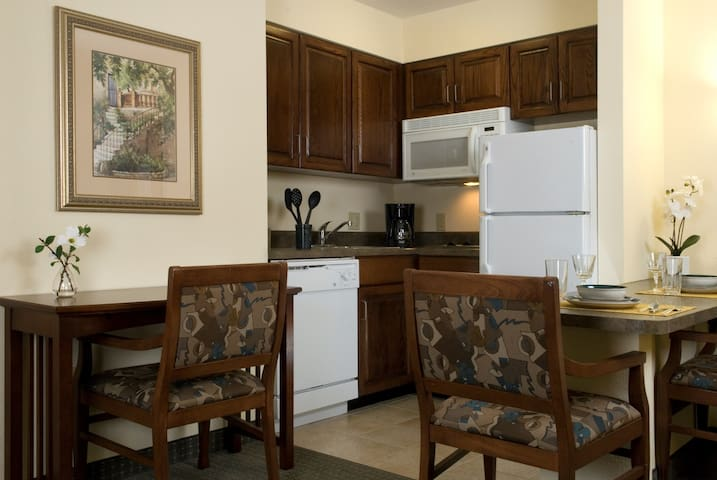 Air-Conditioned Suite Near the Savannah Airport | Seasonal Pool Access