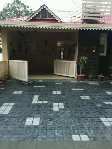 3 Bedroom House With Majestic View of Hills - Kasauli