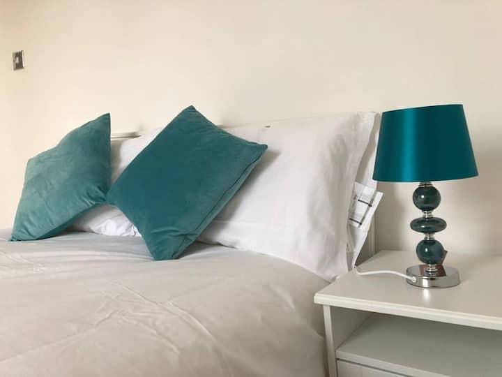 Cosy Double Bedroom near  Kings Cross - Eurostar
