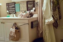 ✨Your own Personal Spa Robes, Dryer, Designer Essentials, Extra Toiletries, Towels, Bath Salts, Facial & Body Oils ;) Dr. Teals Bubble Bath Beads, Complimentary gifts & even cozy House socks :)