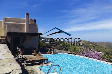 Sunny house with a swimming pool and a sea view - Korissia