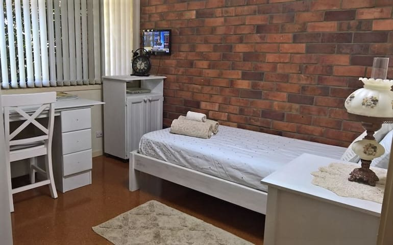 IMMACULATE SINGLE ROOM, 12kms TO CBD - The Gap - Casa