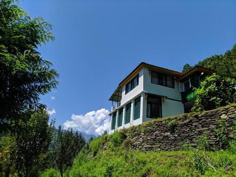Gaddi Trails Eco lodge - Room 1