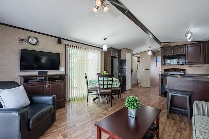 Sanitized 2 Bedroom cottage in Niagara-on-the-Lake
