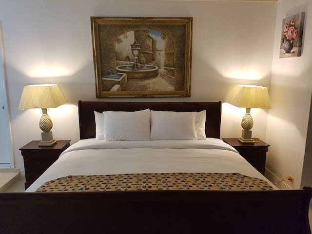 Golden Palm B & B King Suite with Garden View