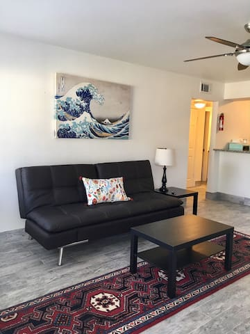 Modern Furnished Spacious 1BR/1B by Heights (11)