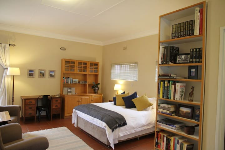 Large studio in the heart of Linden, Johannesburg.