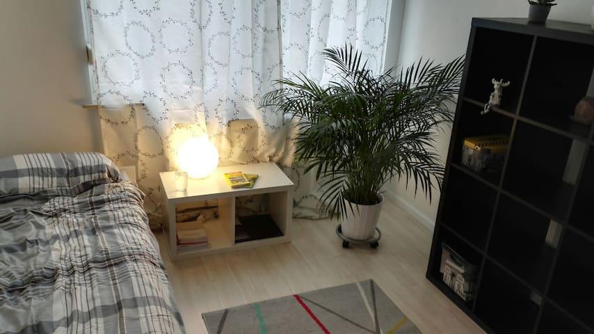 Privates Zimmer, neu eingerichtet - Böblingen - Lejlighed