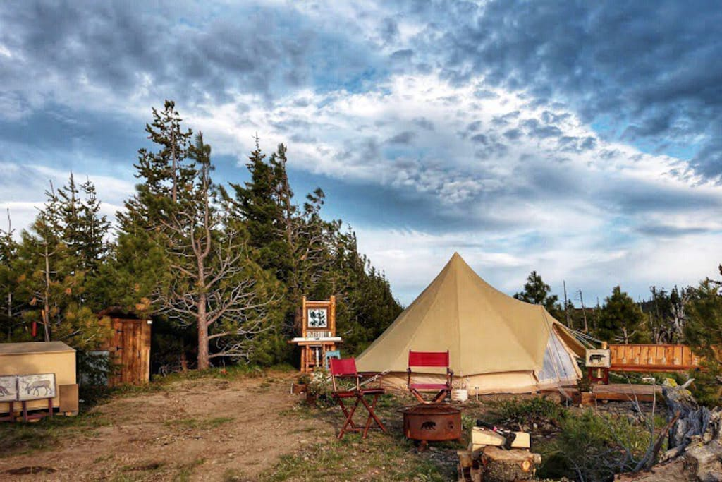 Enchantments tent, viewing deck, fire pit, shower, sink/mirror, real flushing outhouse toilet