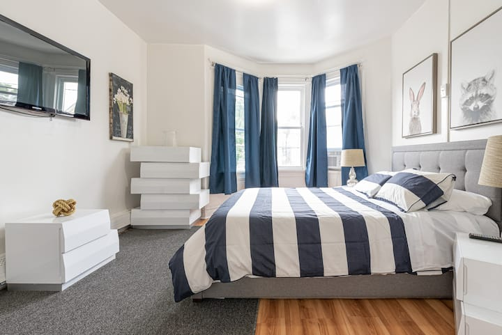 3 Bed 1 Bath Near Light Rail | Sleeps 7