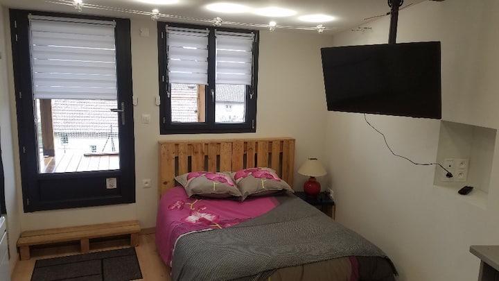 Studio cosy avec terrasse proche centre ville