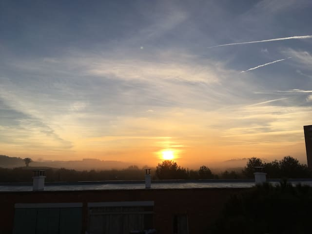 Amazing sun rise from your room / Espectacular amanecer desde tu habitación