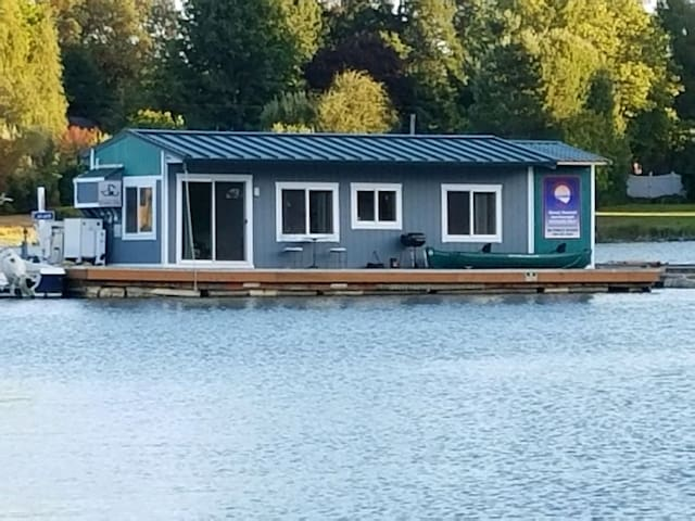 Houseboat on Quartermaster harbor, Vashon Island