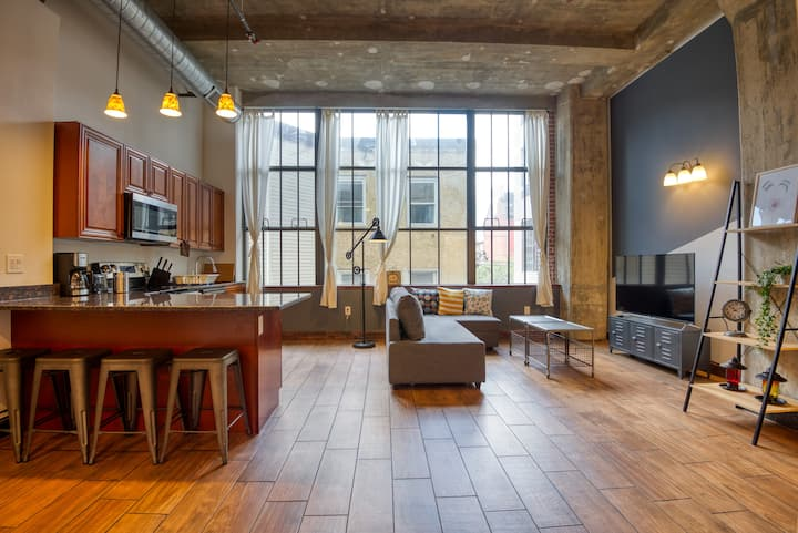 Spacious & Modern Loft w. discounted Parking