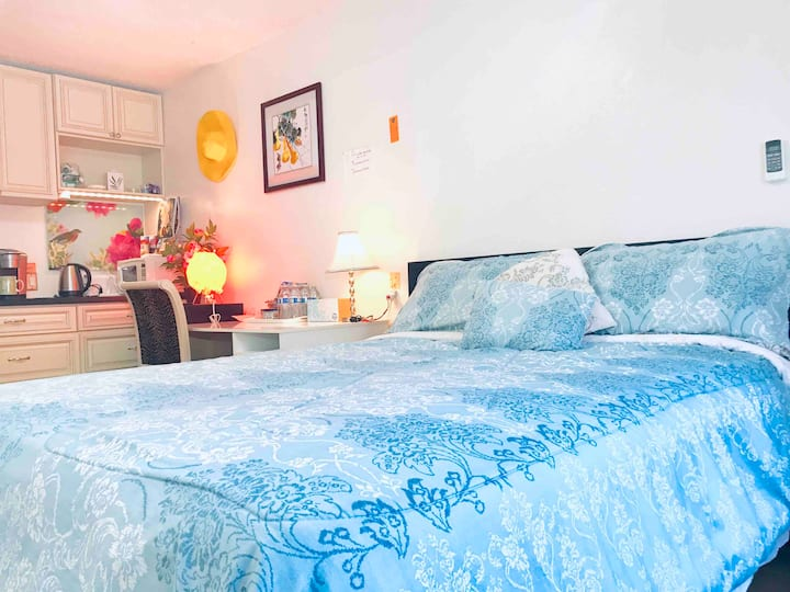Clean, Cozy Room, Private Entrance