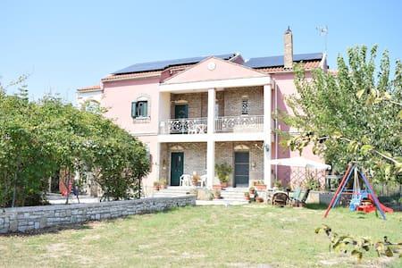 Riverside family house - Lefkimmi - Talo