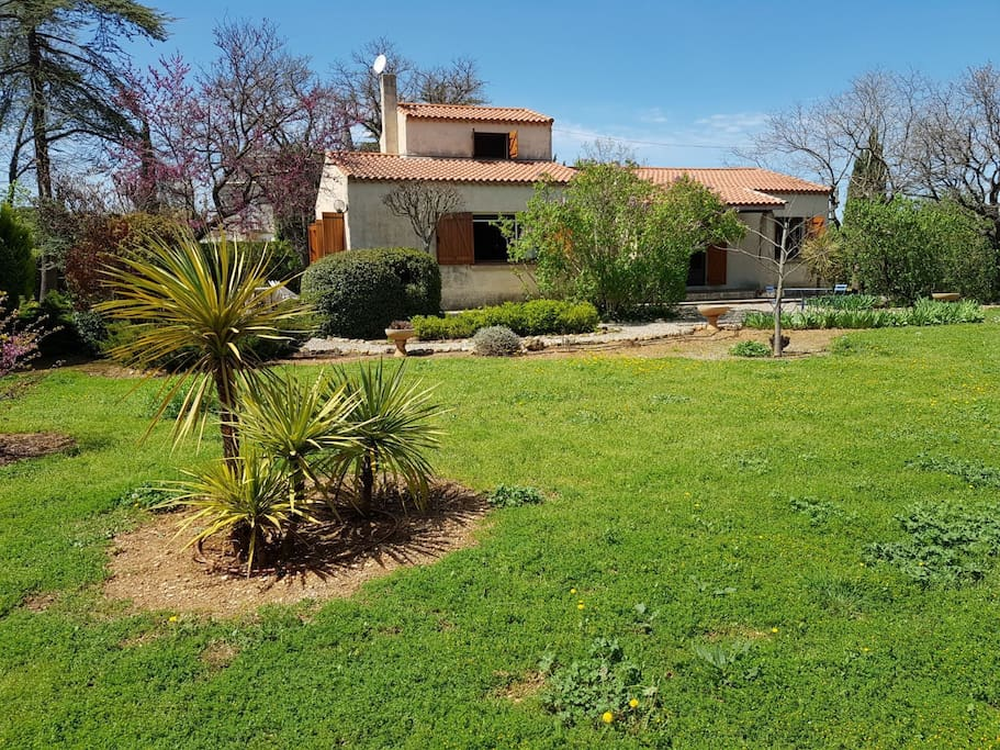 Villa et terrasse coté sud