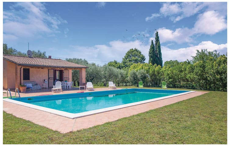 Holiday cottage with 6 bedrooms on 270 m² in Montecchio TR
