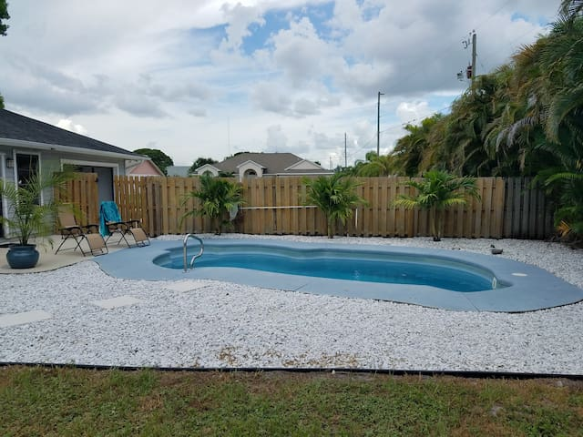 Private 3 bed pool home near shops and beaches