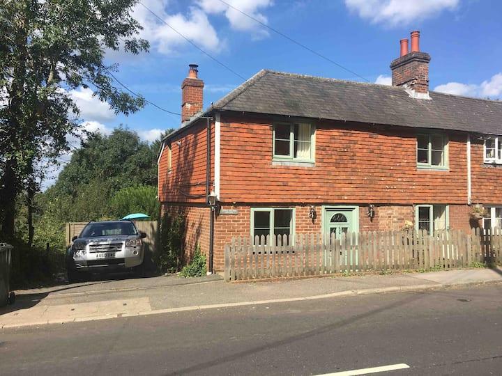 Lower Hillside Cottage in Beautiful Burwash