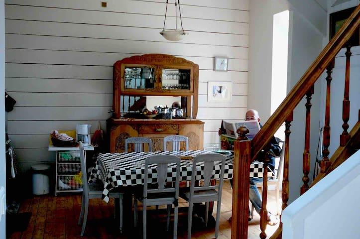 La salle à manger cuisine .