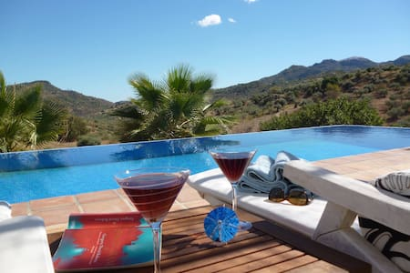 *ESCAPE*PRIVATE*VILLA*TRANQUIL*INFINITY*POOL*WIFI* - Comares - Вилла