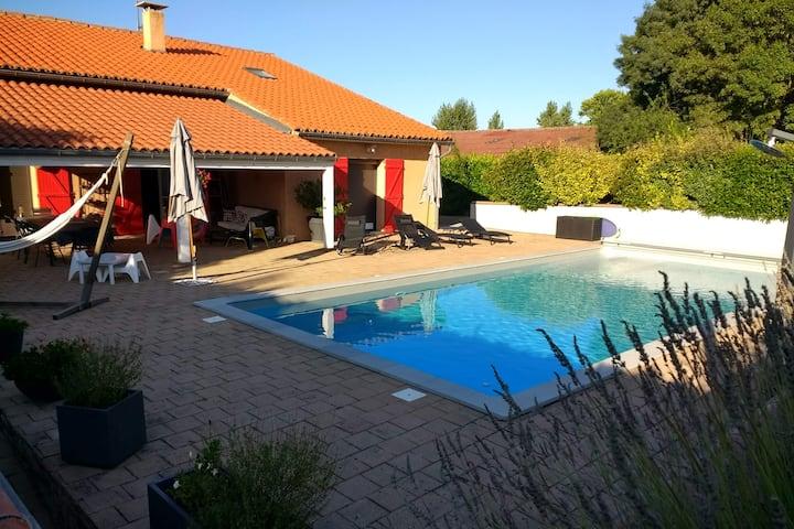 Studio indépendant dans villa avec accès piscine